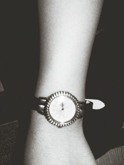 ibreler degisir sana olan sevgim degismez EyeEm Blackandwhite Clock