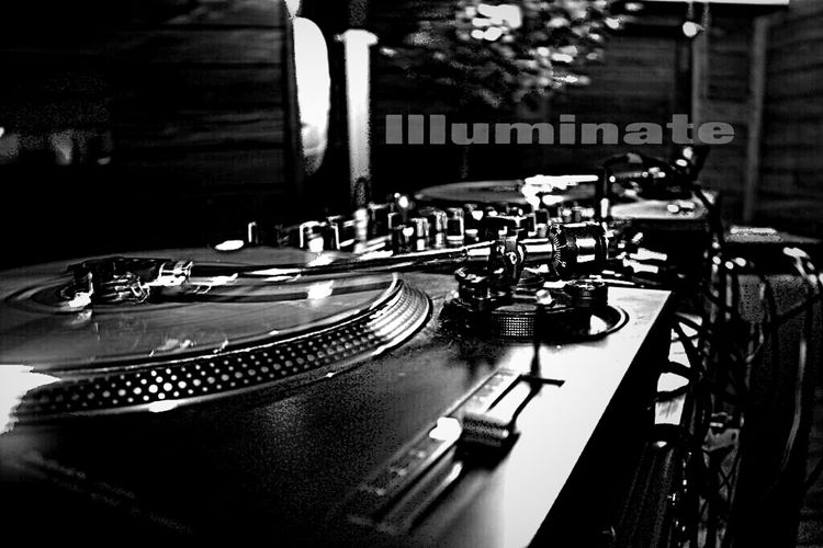 Blackandwhite Music Droidography DJ Spin That