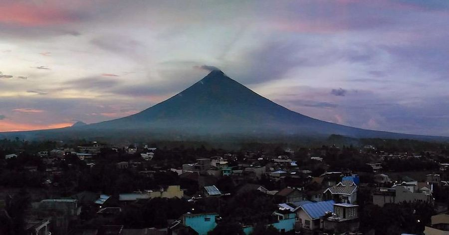 Perfect cone! 😍 Cloud - Sky Cityscape Sunset City Day Sky Photography Photooftheday Mayon Volcano Philippines Mayon Volcano Daraga, Albay Philippines Mayonvolcano Landscape_Collection landscape Nature photography Landscape_lovers Landscape Photography Landscape_captures Landscape Outdoors Photograph Scenery Shots Philippines Triangle Shape Architecture Pyramid Mountain No People