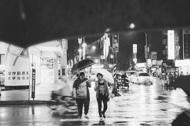 Night Adult People Young Women Full Length Men Young Men City Young Adult Women Togetherness Outdoors Adults Only Illuminated Architecture Water Urbanphotography Xhinmania Week On Eyeem EyeEm Taiwan Cityscape Street Photography Taipei Streetphotography_bw