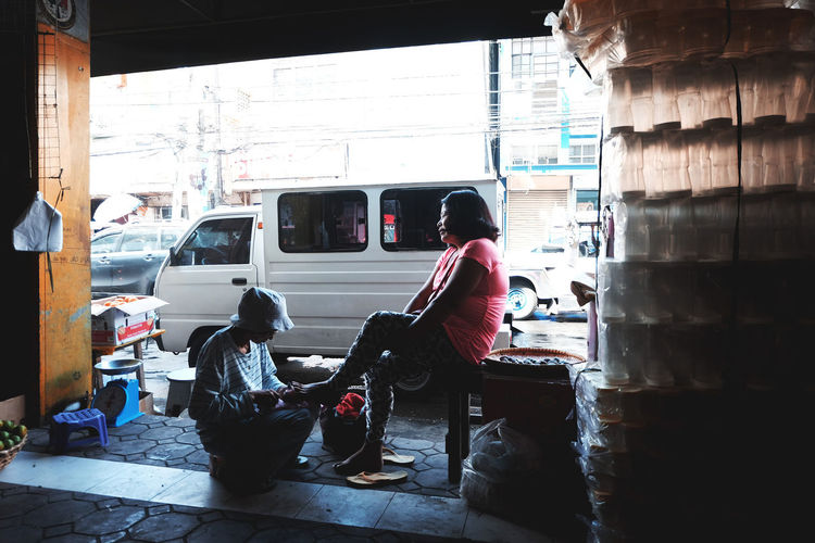 SERBISYO Fuji XT10, 16-50mm Bicol, PH #EveryDaysStory #EyeEmNewHere #EyeemPhilippines #STREETLEAKS #everydaylife #fujifilmph #streetphotographer #streetphotography #streetstory #bicol #philippines #peopleeverywhere #streetphoto Adult Day Lifestyles People Real People Sitting