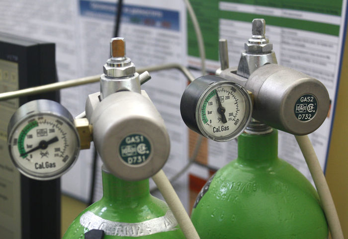 Gas bottles in a hospital laboratory EyeEm EyeEm Selects EyeEm Gallery Gas Medical Equipment Objects Scale  Technology Everywhere Close-up Device Focus On Foreground Gas Bottles Gauge Indoors  Industry Measure No People Physical Pressure Pressure Technology