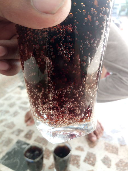 Soft Drink Drink Close-up Indoors  Drinking Glass Thumb Human Body Part Boubles Focus On Drinks Bouble Liquid Magic