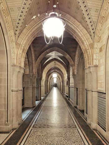 Inside of Manchester Town Hall ⏺ Dentro del Ayuntamiento de Mánchester Manchester England Inglaterra Vanishing Point Punto De Fuga Pasillo Hall Corridor