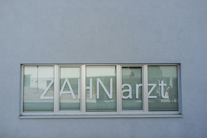 Building Exterior Dentist FujiX100S Sign Text Vienna Window Zahnarztpraxis Zahnarzt Shop Sign Werbung Advertising Letters Do It Yourself