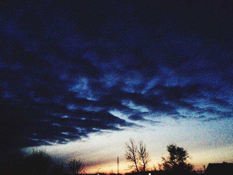 Вечернее небо красоты родного уголка