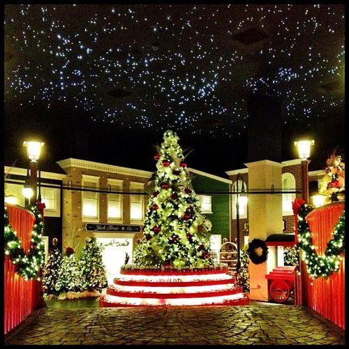 193 days till Christmas - Yankee Candle Flagship store, Williamsburg Williamsburg IPhoneography Christmas Christmastree Yankeecandle Jomo Takenwithaniphone