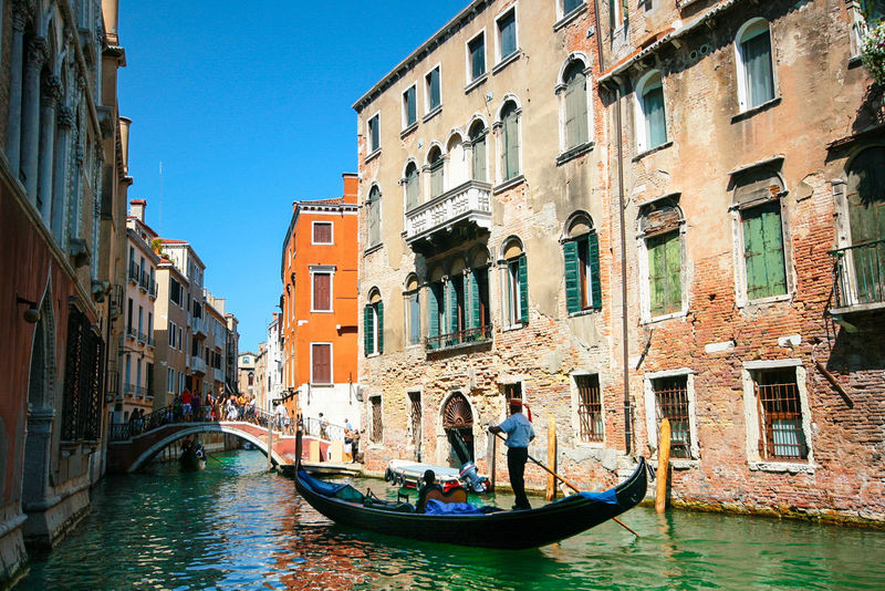 Adult Adults Only Architecture Building Exterior Built Structure Canal Day Full Length Gondola Gondola - Traditional Boat Gondolier Men Nautical Vessel Outdoors People Real People Rowing Transportation Travel Destinations Two People Water Women