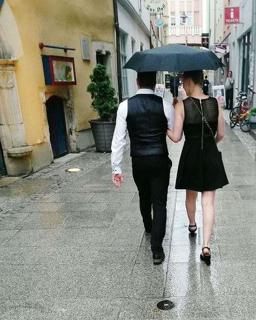 Two People Architecture Adults Only Young Women Young Adult Built Structure Togetherness Building Exterior Adult Day Outdoors People Full Length City Only Women Love Love Is In The Air Couple - Relationship Liebe Rain Raining Day Raining Outside Romantic