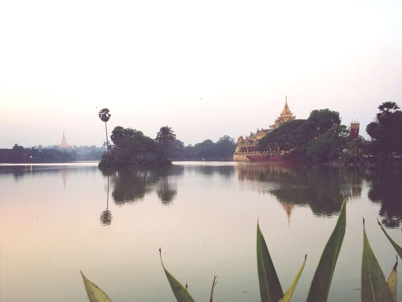 Lakefront Shwedagon Pagoda Garawek Boat