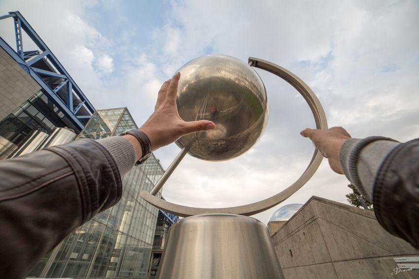 Museumweek InspirationMW jouer avec le globe de la cité des sciences