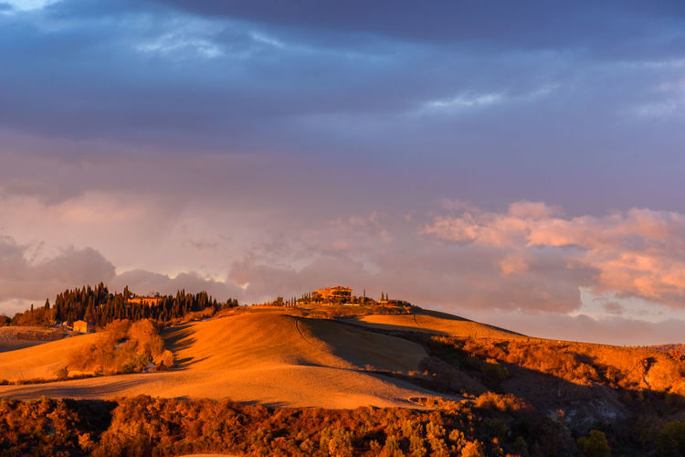 Last days of autumn Crete Senesi Torre A Castello Tuscany Tuscany Countryside Arid Climate Beauty In Nature Cloud - Sky Day Desert Landscape Mountain Nature No People Outdoors Physical Geography Scenics Siena Sky Sunset Tranquil Scene Tranquility