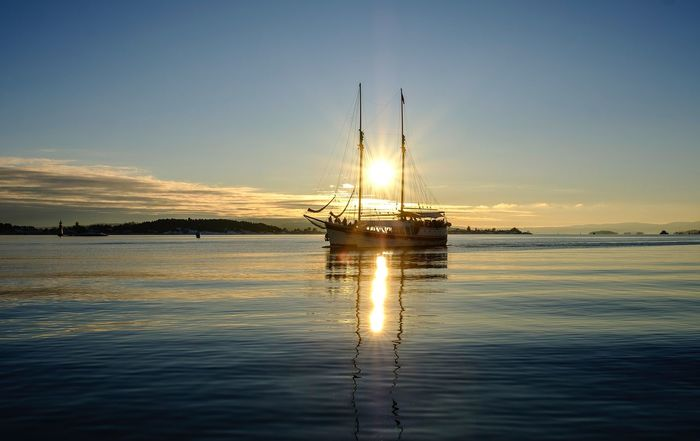 Sun between two masts #xf16-55mmf2.8 #sea #fujifilmxt2 #oslofjord #norway #fjord #Oslo Sunset Reflection Water Sky Nature Nautical Vessel Sea Scenics Outdoors No People Beauty In Nature Mast Waterfront Sun