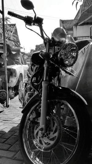 Xperiaphotography Xperiat2 Blackandwhite Photography Motorcycles Yamahascorpio Streetbike Cafe Racer