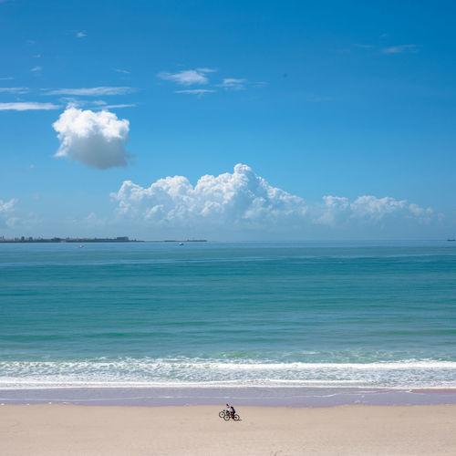 La vida es como montar en bicicleta. Para mantener el equilibro hay que seguir pedaleando. Sea Beach Land Water Sky Horizon Horizon Over Water Scenics - Nature Cloud - Sky Beauty In Nature Sand Nature Blue Day Tranquility Tranquil Scene Real People Wave Motion Outdoors Cádiz, Spain España🇪🇸 Nubes Azul Bicicleta