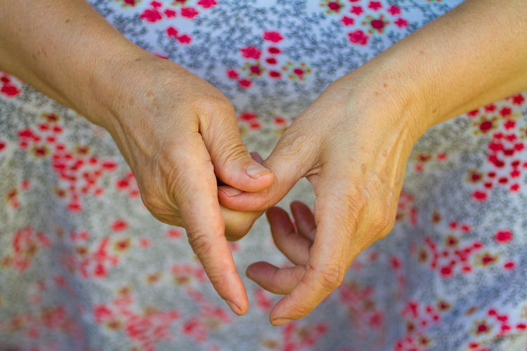Midsection of woman hands
