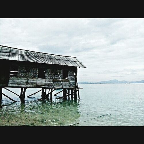 Water Sea Built Structure Stilt House Hut Outdoors Sky Day Horizon Over Water Stilt Architecture Wood - Material Building Exterior Tranquil Scene Tranquility No People Nature