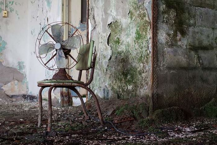 Left for dead Abandoned Hospital Newjersy Abandoned Buildings Abandon_seekers Urbex Decay History Perspective Old Fan