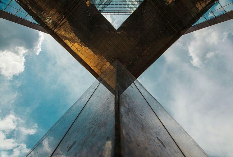 London London Bridge Architecturelovers Architecture Urban Geometry Gold The Architect - 2015 EyeEm Awards Urbanphotography The 2015 EyeEm Awards Finalists