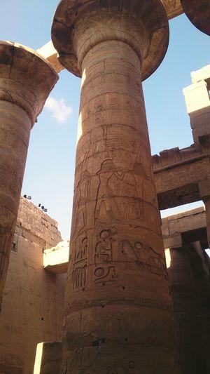 Колонны в форме цветов папируса. Луксор. египет арт  Egypt Art
