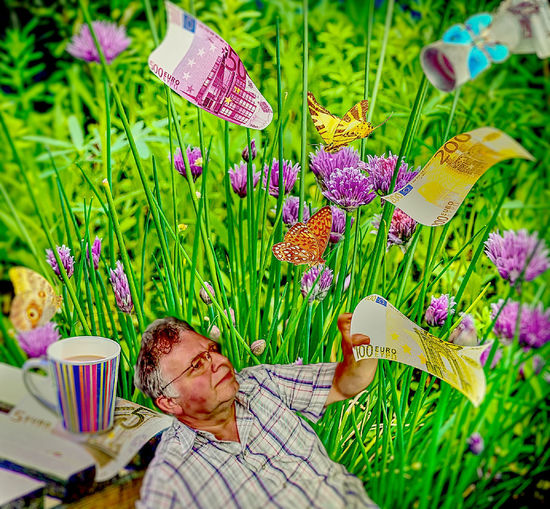 Wovon träumt man kurz vor'm Letzten Tag im Monat?!! What are you dreaming of before the last day of the month? !! Child Dreaming Flower Freshness Grass Nature Nature Outdoors People S Träume