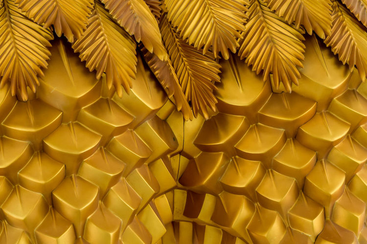 Abstract seamless geometrical wavy background from golden metal shaped and banners with ethnic decor wallpaper style of the leaves of tropical plant creative composition Abundance Backgrounds Beauty, Texture, Beautiful-color, Metallic, Close-up Concept, Decorative, Gold, Pattern, Decoration, Food Food And Drink Frame, Antique, Luxury, Nature, Autumnal, October Full Frame Gold Colored Large Group Of Objects Maple, Arrangement, Textured, Retro-style Material, Iron, Isolated, Feather, Element, Curve Minimalist, Minimal, Floral, Trendy, Elements Natural, Autumn, Object, Vintage, Foliage No People Paper Pasta Pattern Repetition Still Life Structured Metal, Ornate, Multicolored-metal-product, Border Stylish, Ornament, Elegance, Styled, Bronze Yellow Yellow, Modern, Leaf, Decor, Bright, Design EyeEmNewHere