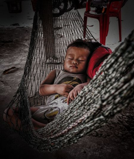 """Baby sleeping in hammock"" Beatyofvietnam Vietnamphotography Vietnamchildren Katupeoples Vietnamchildren Babysleeping Sleeping Beauty Babyindream Katuethnicminority Katupeoples Katutribal"