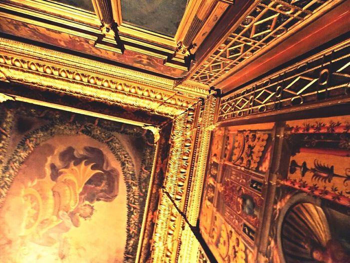 Palazzo ducale of Ferrara. Camerino delle duchesse, a rare and precious chamber Igersitalia Happyday EyeEmArt Art Ferrara Palace Artphoto Artphotography Goldroom Frescoes Monuments Ferraraarte Artinmymind Follow4follow Likeforlike #likemyphoto #qlikemyphotos #like4like #likemypic #likeback #ilikeback #10likes 50likes 100likes 20likes Likere [a: Comunediferrara EyeEmBestPics Eyeemcitys