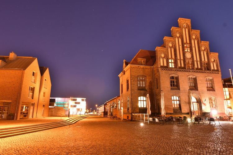 Zu Besuch in Wismar Langzeitbelichtung Long Exposure Long Exposure Night Photography Wismar Mecklenburg-Vorpommern Germany Deutschland Altstadt Night Illuminated Architecture Building Exterior Built Structure City Sky Street Building Nature Dusk No People The Way Forward Street Light Direction Lighting Equipment Transportation Clear Sky Outdoors Star - Space Light