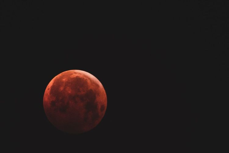 Copy Space Geometric Shape Circle Red Sky Night No People Planetary Moon Moon Surface Full Moon Sphere Tranquility Black Background Beauty In Nature Nature Moon Orange Color Shape Space Astronomy