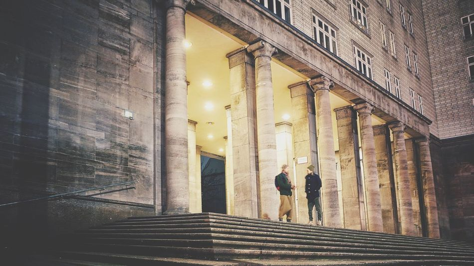 Capture Berlin Architecture Berliner Ansichten Alltagsleben Berliners Berlin Photography Friedrichshain Iloveberlin Frankfurtertor Eastberlin Ostberlin Beberlin Verabredung Treffersfotografie Treffpunkt Jungs