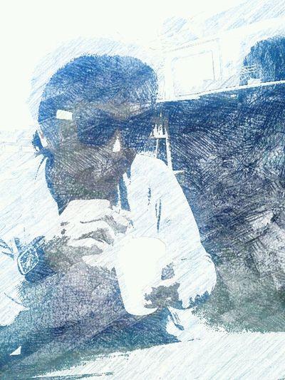 Con con. tomando cafe