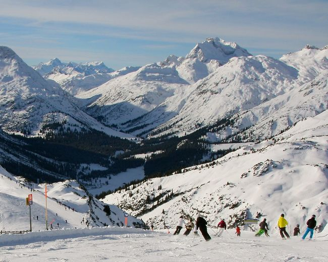 People skiing at lech