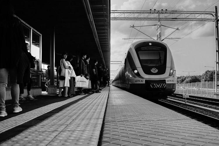 Streetphotography Monochrome SONY A7ii Sony FE 35mm F2.8 F/5.6 Railroad Station Platform Commuter Train Large Group Of People
