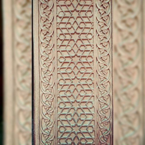 The stone inlay hand Carving on the Agra Fort Redstone walls is so amazing. Architecture Handcarved Mughal History India