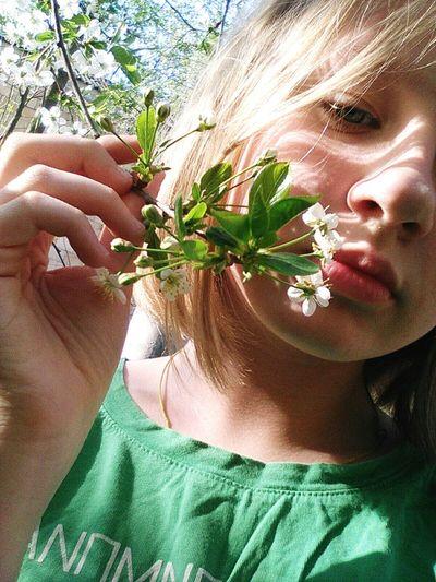 Flower Human Hand Young Women Close-up