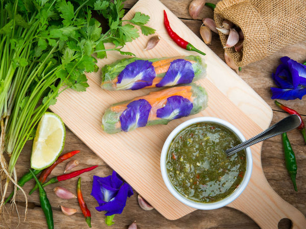 Vietnamese vegetable spring rolls serve with hot and spicy dipping sauce in top view. Asian  Butterfly Pea Clean Food Diet Garlic Hot Spicy Vegetarian Vietnam Vietnamese Chili  Dipping Eat Food Food And Drink Fresh Healthy Eating Lime Green Pepper Sauce Sour Spring Rolls Vegan Vegetable