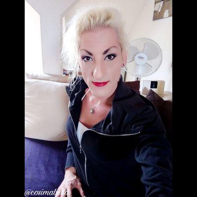 Juhuuu meine lieben 😁 schönen Guten Morgen 🍩🍪☕ Warum willst du dir sorgen um deine Zukunft machen? Sie liegt noch voller großer und kleiner Geheimnisse vor dir. Dein Leben findet heute statt! Wünsche euch allen einen tollen Start in die neue Woche und einen wundervollen Tag 🌈☀🍀🌻. Liebe Umarmung Bussi 💋 eure Cosima 🔥🌊🌾🌪 Cosimabella Cosima Elementaria Empathie Me Ts Good Morning Motivation Lifestyle Fashion Styling Beautyqueen Selfiequeen Beautiful Hairartist Nailartist Makeupartist Picoftheday Handsome Like Blond Hair Portrait Looking At Camera