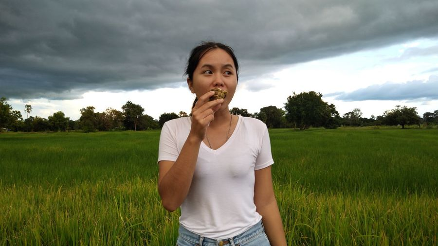 women EyeEm Selects Tree Portrait Standing Young Women Front View Summer Sky Grass Cloud - Sky Casual Clothing Farmland Rice - Cereal Plant