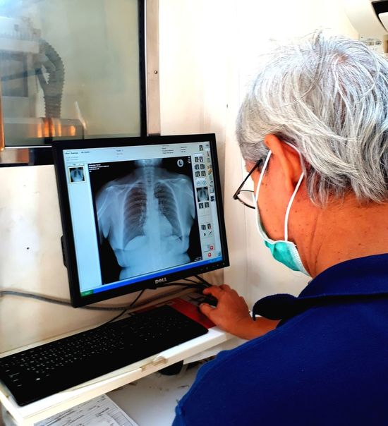 X-rays to see lung disorders. Hospital Technology Working Protective Workwear Medical Exam Occupation Healthcare And Medicine Computer Doctor  Tomography X-ray Image Fracture Medical X-ray Bone  Animal Skeleton Animal Skull Cancer - Illness Radiologist Mri Scan Human Skull Diagnostic Medical Tool Human Bone Anatomy Human Skeleton Human Brain
