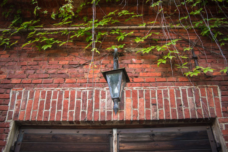 Strömforsin Ruukki Brick Wall Climber Green Color Plant Red Brick Wall Street Lamp Wall Countryside Lamp Leaves Outdoors Red Brick Architecture Rural Scene Summer Village Life Vining Plants Window