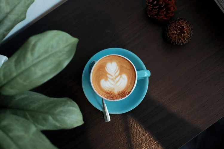 Coffee Froth Art Human Hand Mocha Cappuccino Frothy Drink Latte Drink Table Coffee - Drink Saucer Espresso Espresso Maker Ground Coffee Coffee Maker Coffee Shop Barista Cafe Culture Cafe Coffee Pot Hot Drink Cafe Macchiato Croissant Caffeine Roasted Coffee Bean Coffee Break Black Coffee Teaspoon Pastry