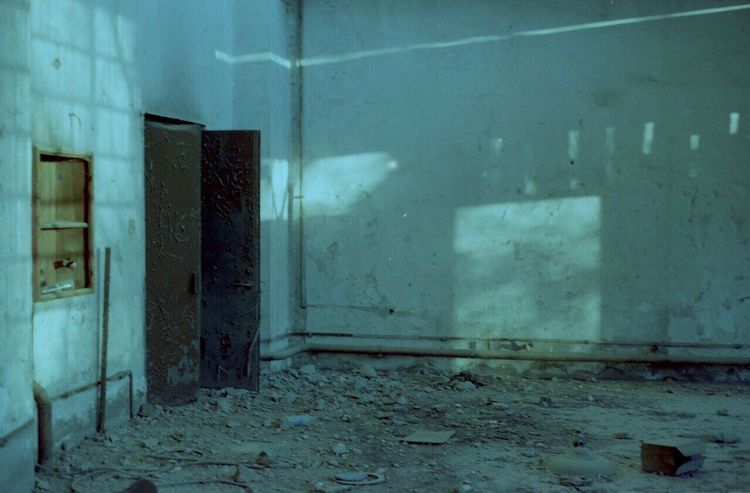 The Secret Spaces No People Door Indoors  Architecture Abandoned