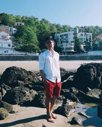 | M E | Deep chi mà deep Deso 😙😙😙 Boy Ootd Ocean Sea Beach Onthebeach Sand Holiday Relaxed White Red Trênbãibiển Sky Guy Just4fun Hiahia Vietnam Vietnamese NewYear Withoutyou Nắngcựcnhưquỷ Màthôicũngráng Diễnchosâu Ahihihi langthang