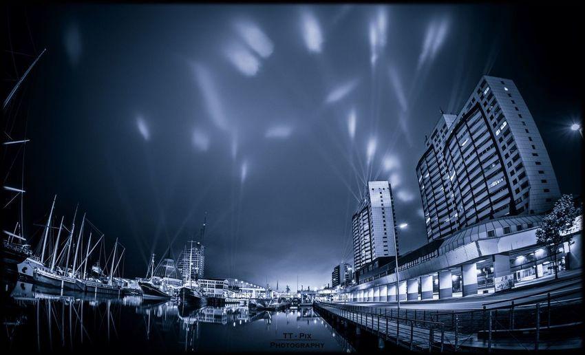 Lasershow beim Seestadtfest Bremerhaven Bremerhaven Havenwelten  Seestadtfest Light Lightpainting Laser Lasershow Night City Cityscape Longexposure Photography Nikon D810 16mm Fisheye Nofilter EyeEmNewHere