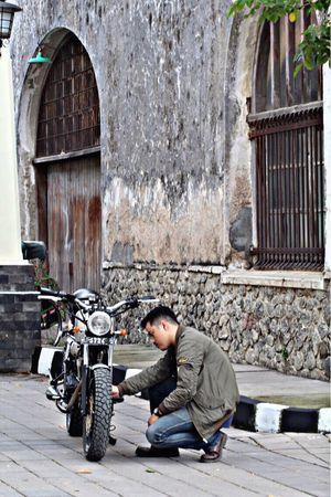 Heii youu.. do you love me ?? Outdoors Day Hanging Out City Street Portrait Enjoying Life INDONESIA Semarang