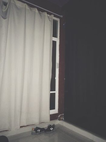 Desordenado. Desorden Aburrida Cortinas NewBalance Jajaja Desdemiventana la ventana es gigante. ✌🏼️ Nosequemasescribir