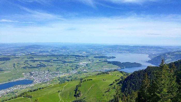 이제 얼마남지 않은 기차길 갑자기 탁 트인 전경이 나타났다. OMG Lucerne Luzern Swiss Switzerland Rigi Rigikulm Railway Trem Tour Hiking 루체른 스위스 리기산 리기쿨룸 여행 하이킹