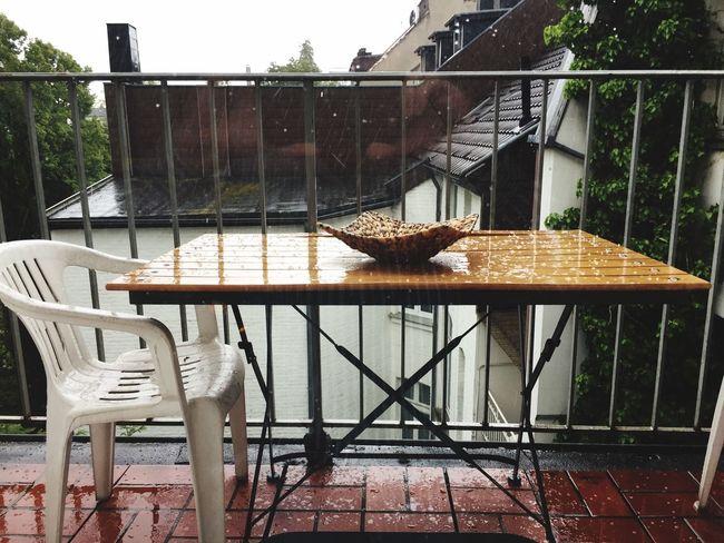 Bad Weather as usual - endlich wieder Graupel Hagel Rain on my Balcony