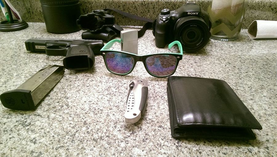 My ever day carry.!! Taking Photos Guns Mondaygunmoring Relaxing Enjoying Life Hi! Cheese! Taking Photos Walking Around Hello World